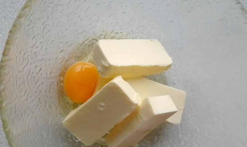 сливочное масло, яйцо