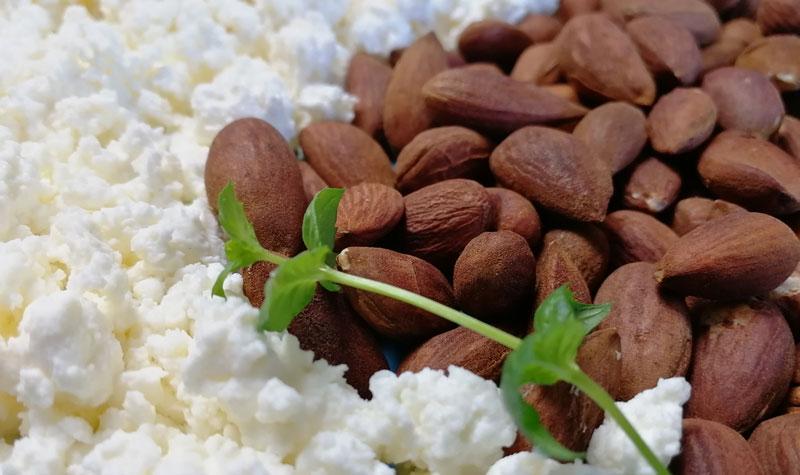 творог и орехи - продукты для весны